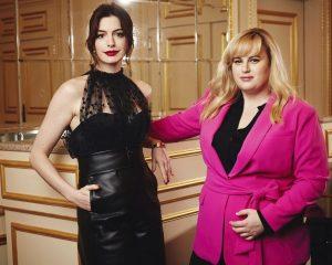 Žádný učený z nebe nespadl – to platí i pro Podfukářky Anne Hathaway a Rebel Wilson