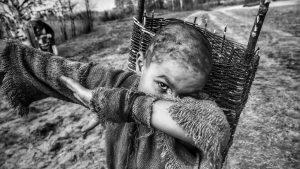 Mezinárodní filmový počin v rukou Václava Marhoula – drama Nabarvené ptáče se v září dočká své premiéry