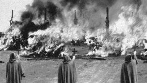 Hrůza čarodějnických procesů ve filmu – Kladivo na čarodějnice se točilo před 50 lety, ale děsí nás pořád stejně