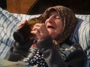 Bába Tutovka ze Slunce, seno… Neuvěřitelná dáma malých rolí, která dostala slovo až po padesátce.